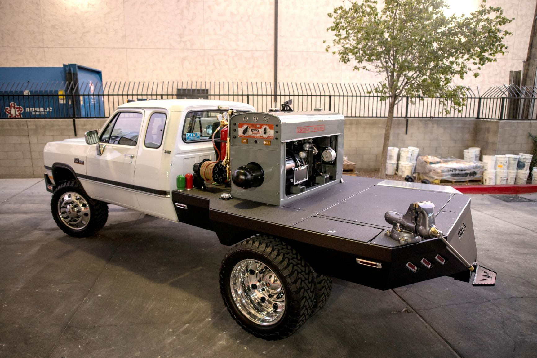 Build A Dodge Truck >> Throwback Jesse James His 1993 Dodge D350 Flatbed Welding Truck